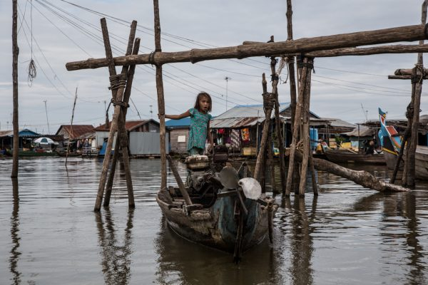 4. girl in blue, floating village, Kompong Chnang4